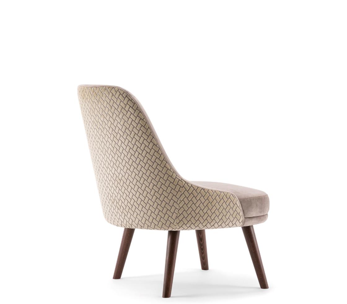 Zoe lounge chair 3